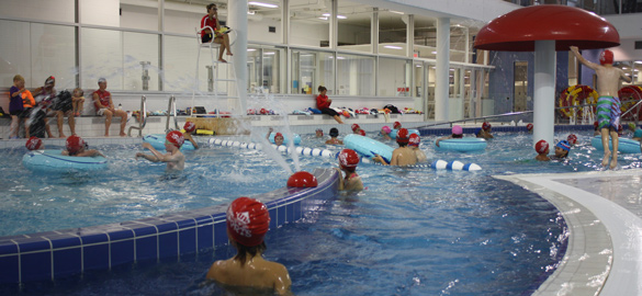 Camps sports rouge et or du peps de l 39 universit laval for Piscine universite laval